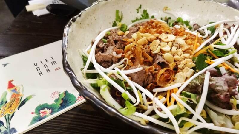 sałatka Bún Bò Nam Bộ